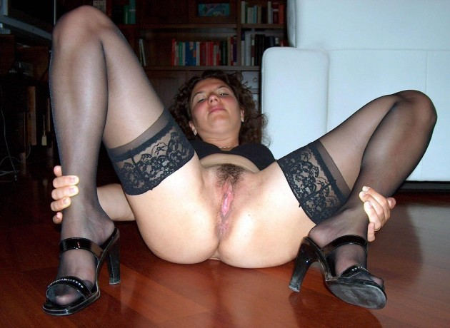 Hot amateur wife naked and spreading her legs