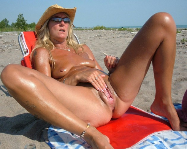 Amateur wife is nude on the beach and masturbates