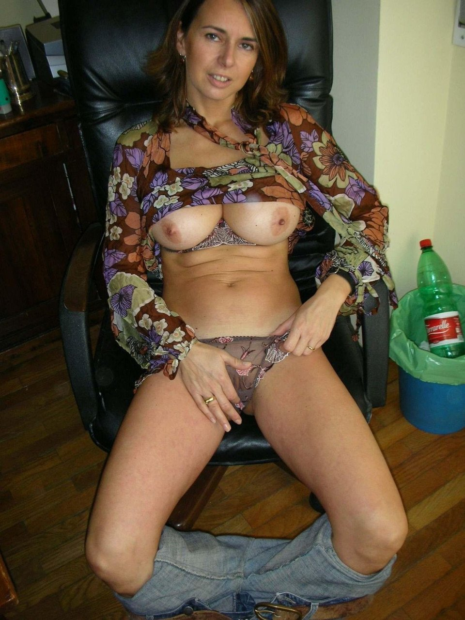 Amateur milf office