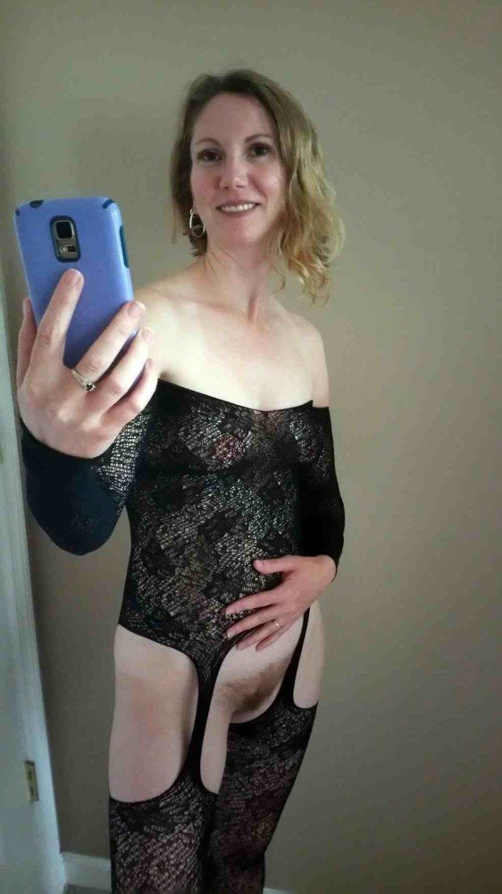 Sexting pics from an older wife in sexy lingerie