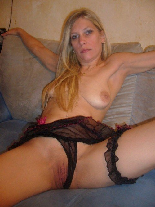 wives Amateur naked cougar