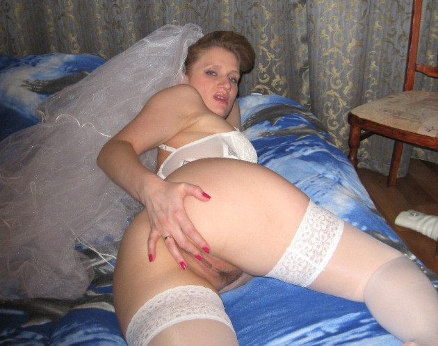 MILF slut fucked her on her wedding night