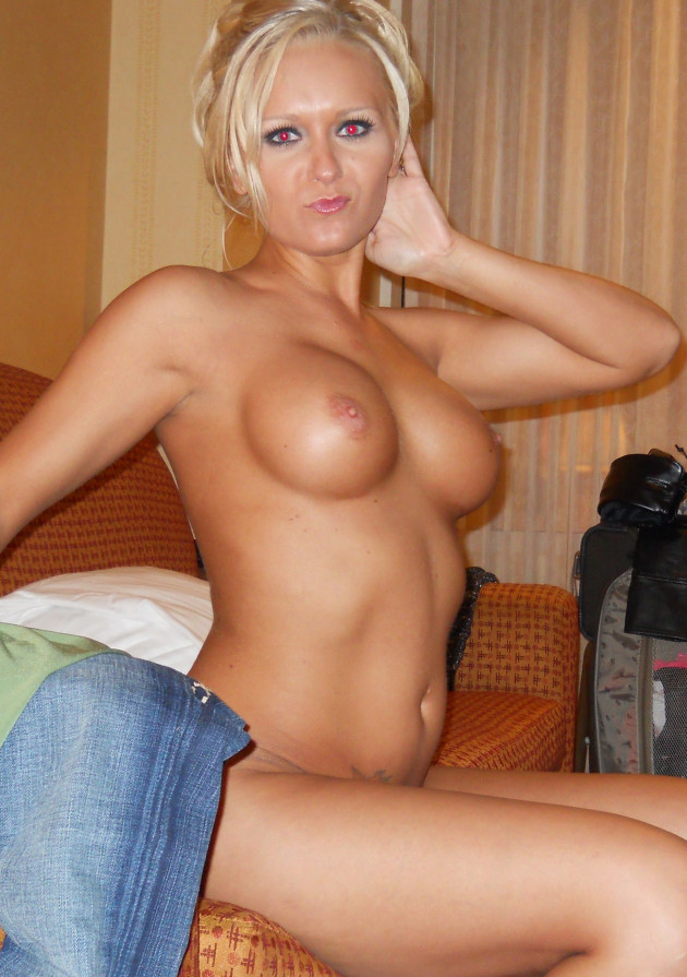 Bimbo wife with fake tits naked