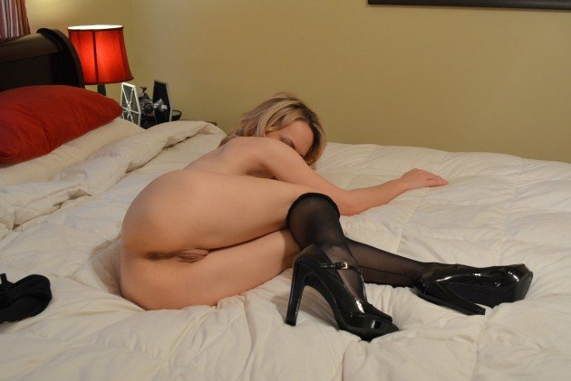 Trophey MILF wife all nude except the sexy heels