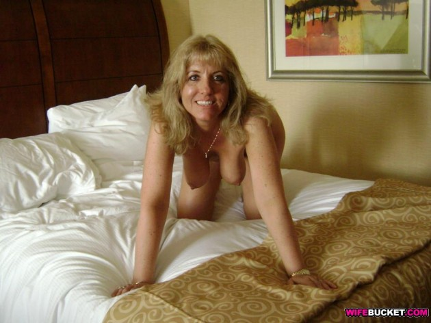 Mature housewife nude in bed