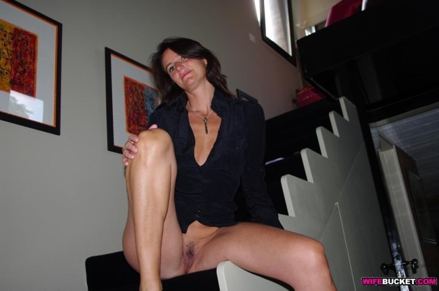 Real mature wife nude at home