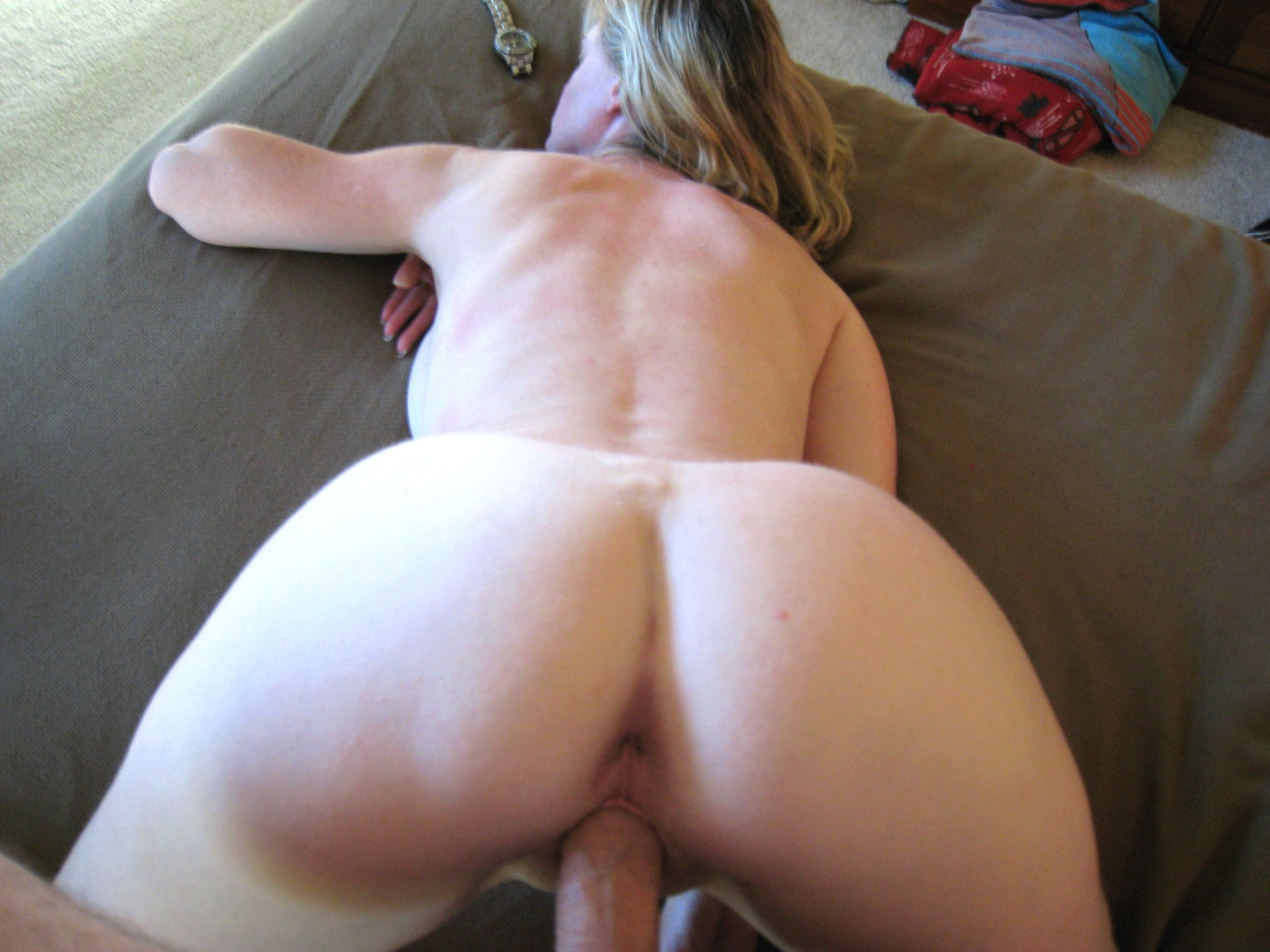 Amateur Milf Doggy