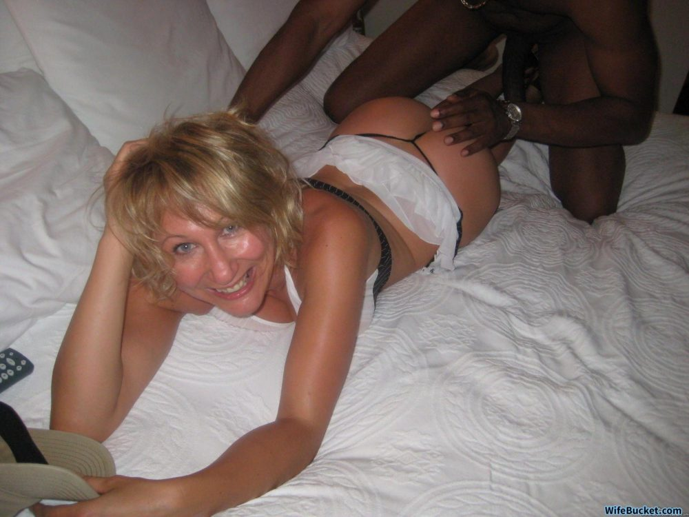 White wife gets blacked