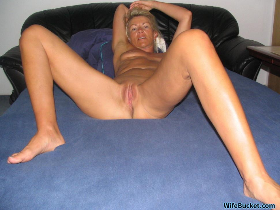 Wife over 40 nude in bed