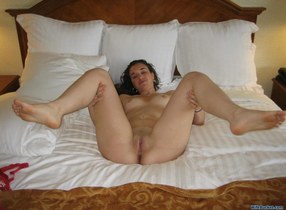 Cheating wife nude pics