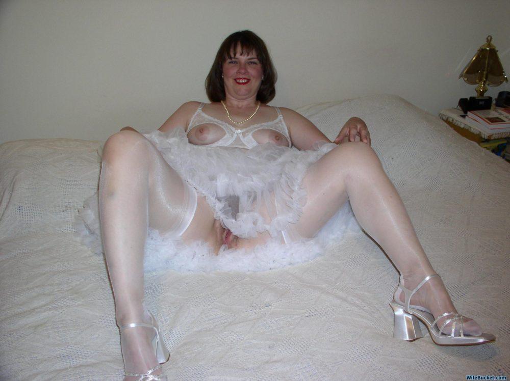 MILF bride naked