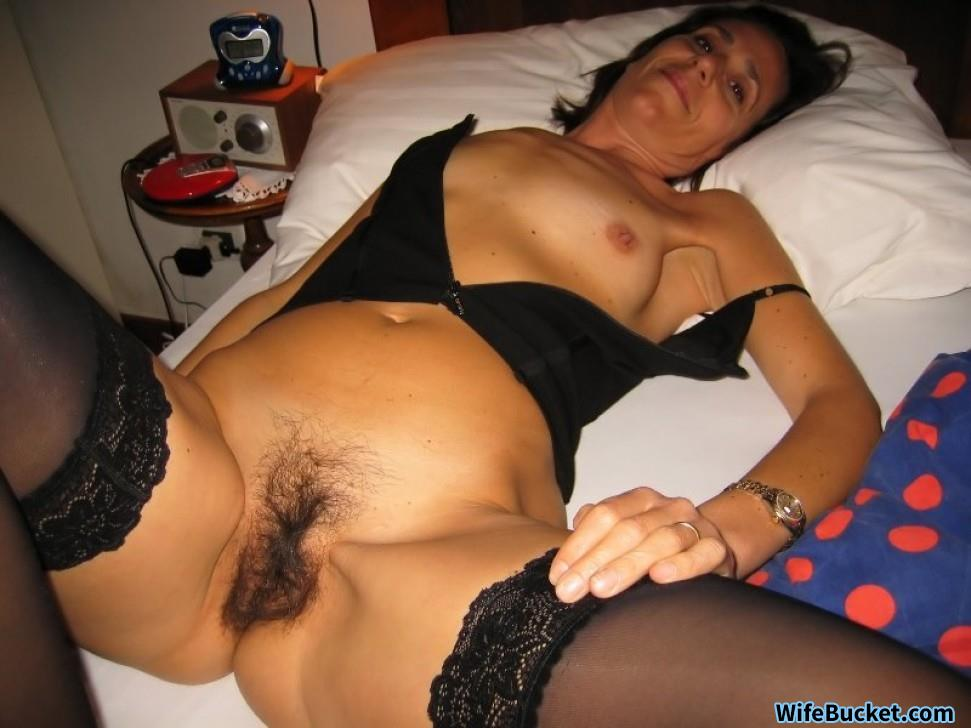 Old slut toyed in