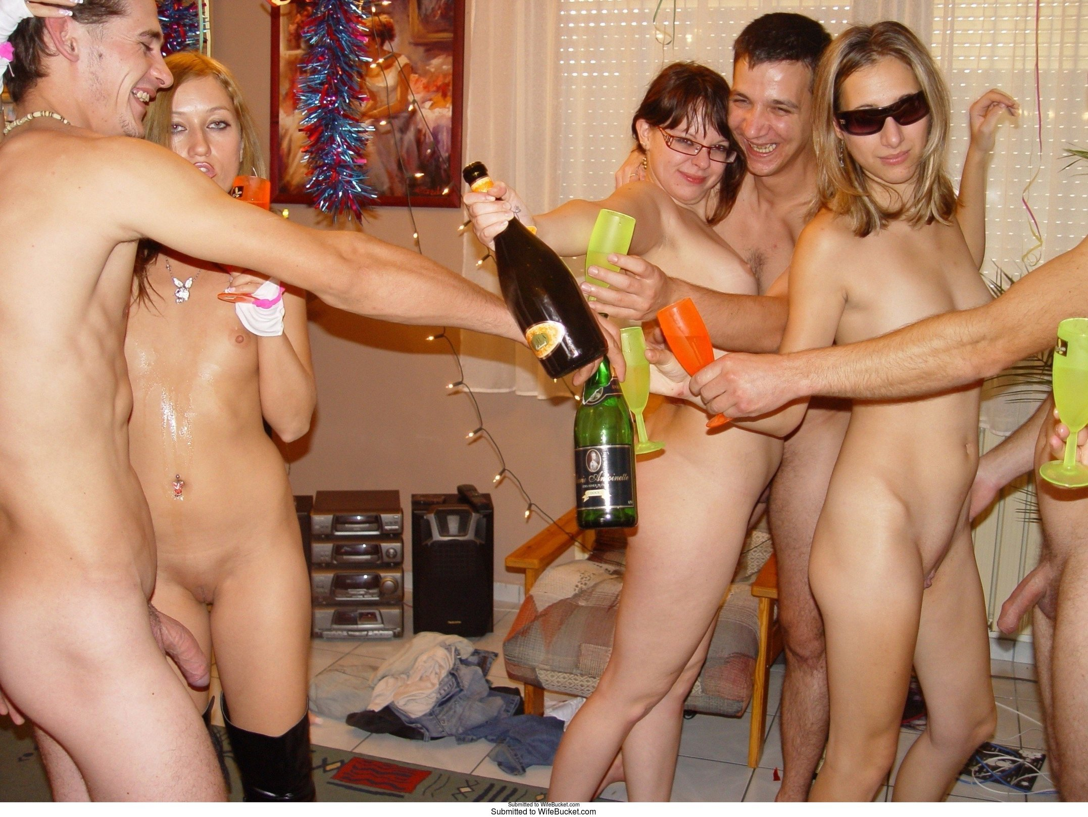 Milf swingers bukkake house party amateur