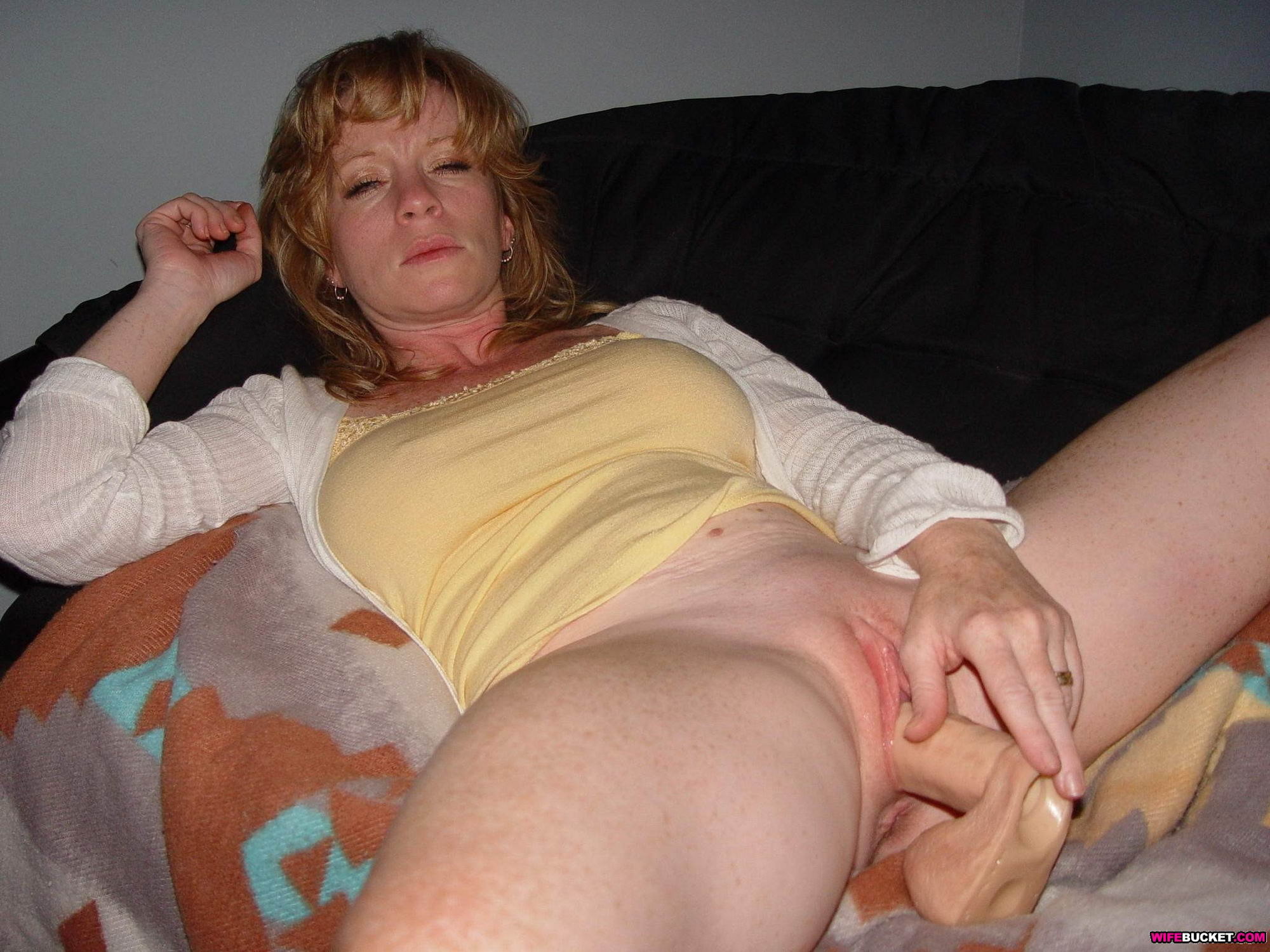 Real amateur milf swinger and exhibitionnist