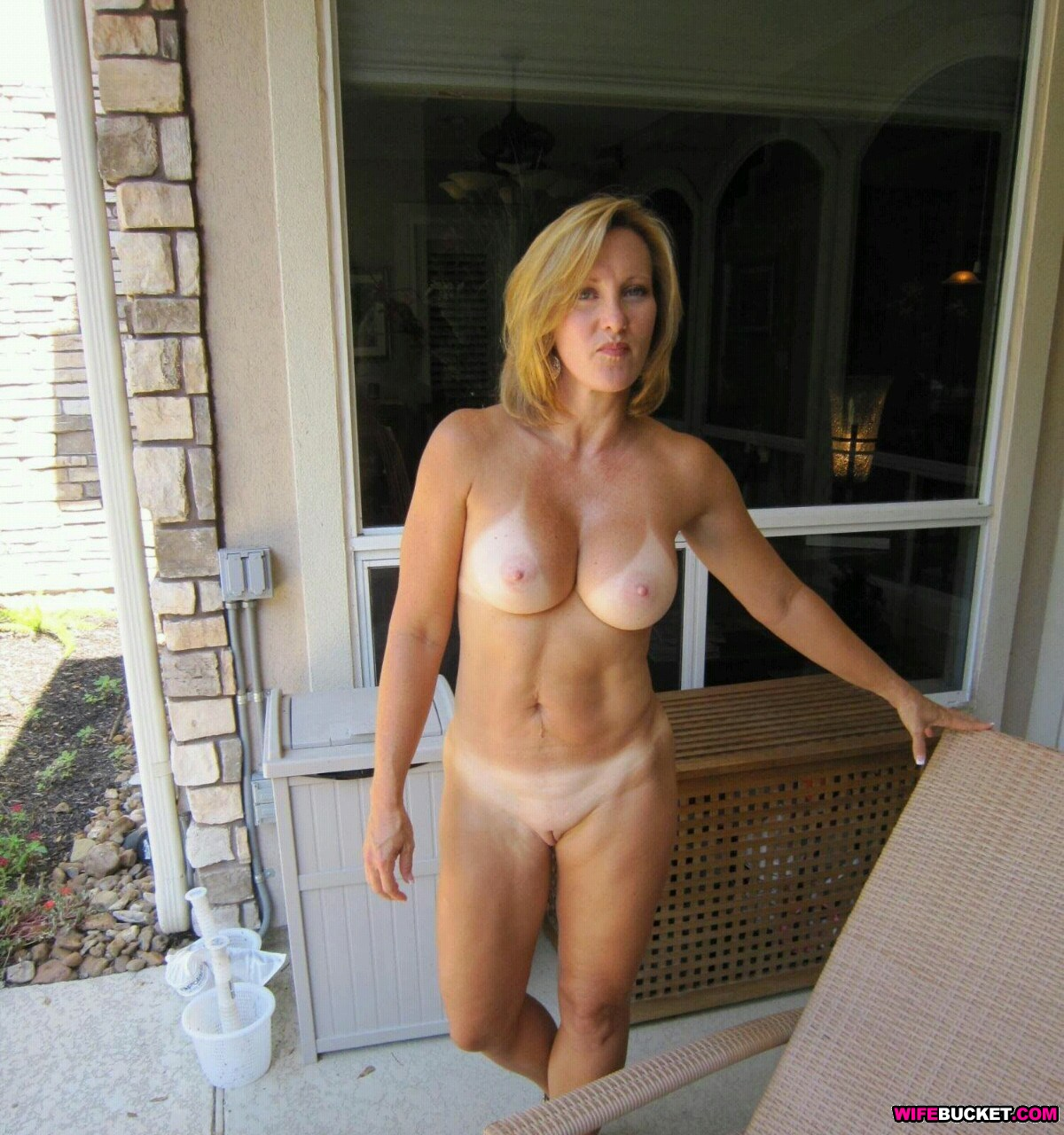 Wife Bucket - Real amateur MILFs, wives, and moms! Swingers too: www.wifebucket.com/fhg/photo/p10/p10-278-free-wifebucket-pics/index...