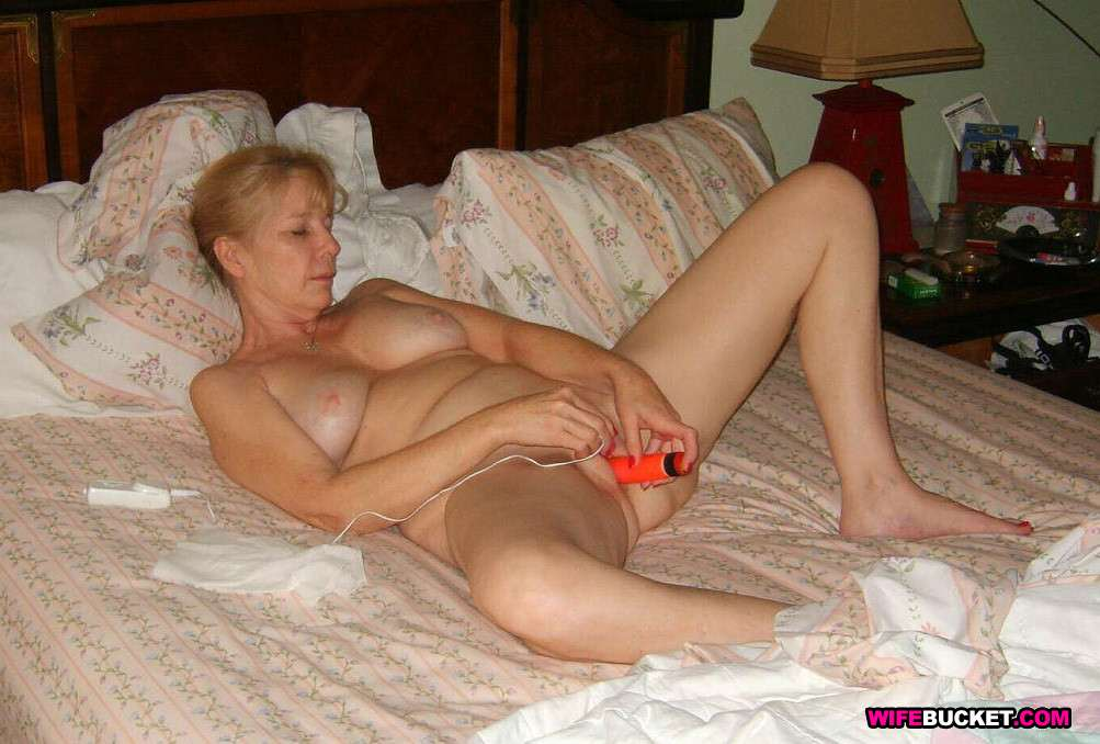 Wife Bucket - Real amateur MILFs, wives, and moms! Swingers too: www.wifebucket.com/fhg/photo/p10/p10-462-nude-amateur-wives/index.php