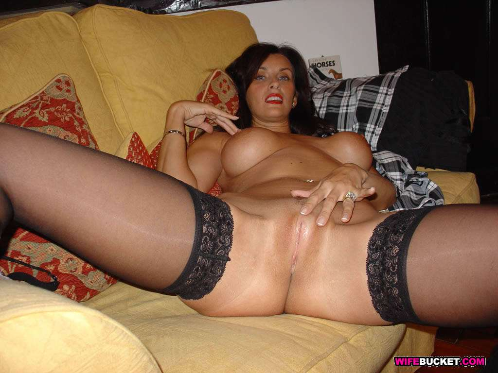 Amateur wife fucked on the sofa 1