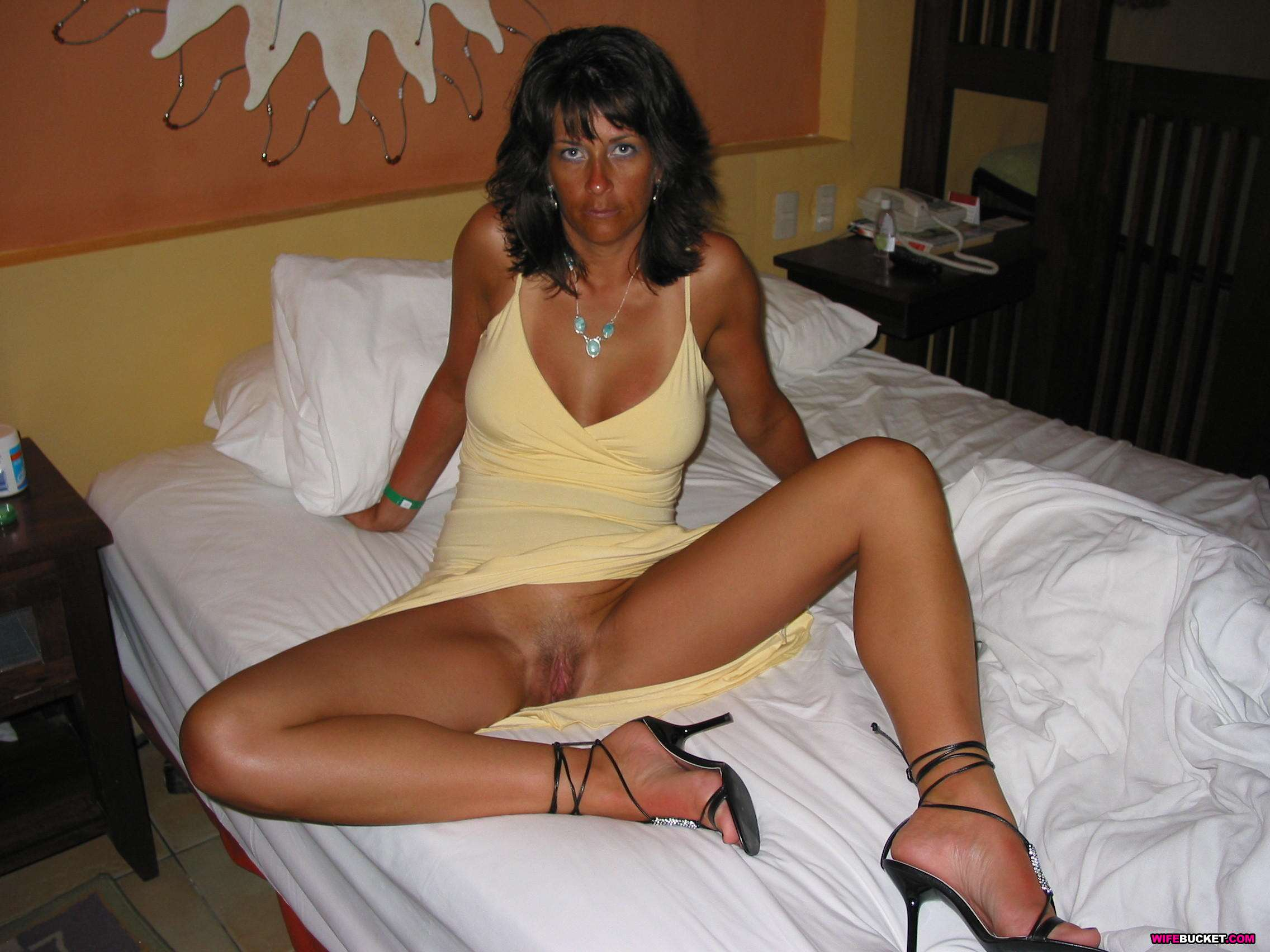 Wife Bucket - Real amateur MILFs, wives, and moms! Swingers too: wifebucket.com/fhg/photo/p6/013-wives-and-milfs/index.php