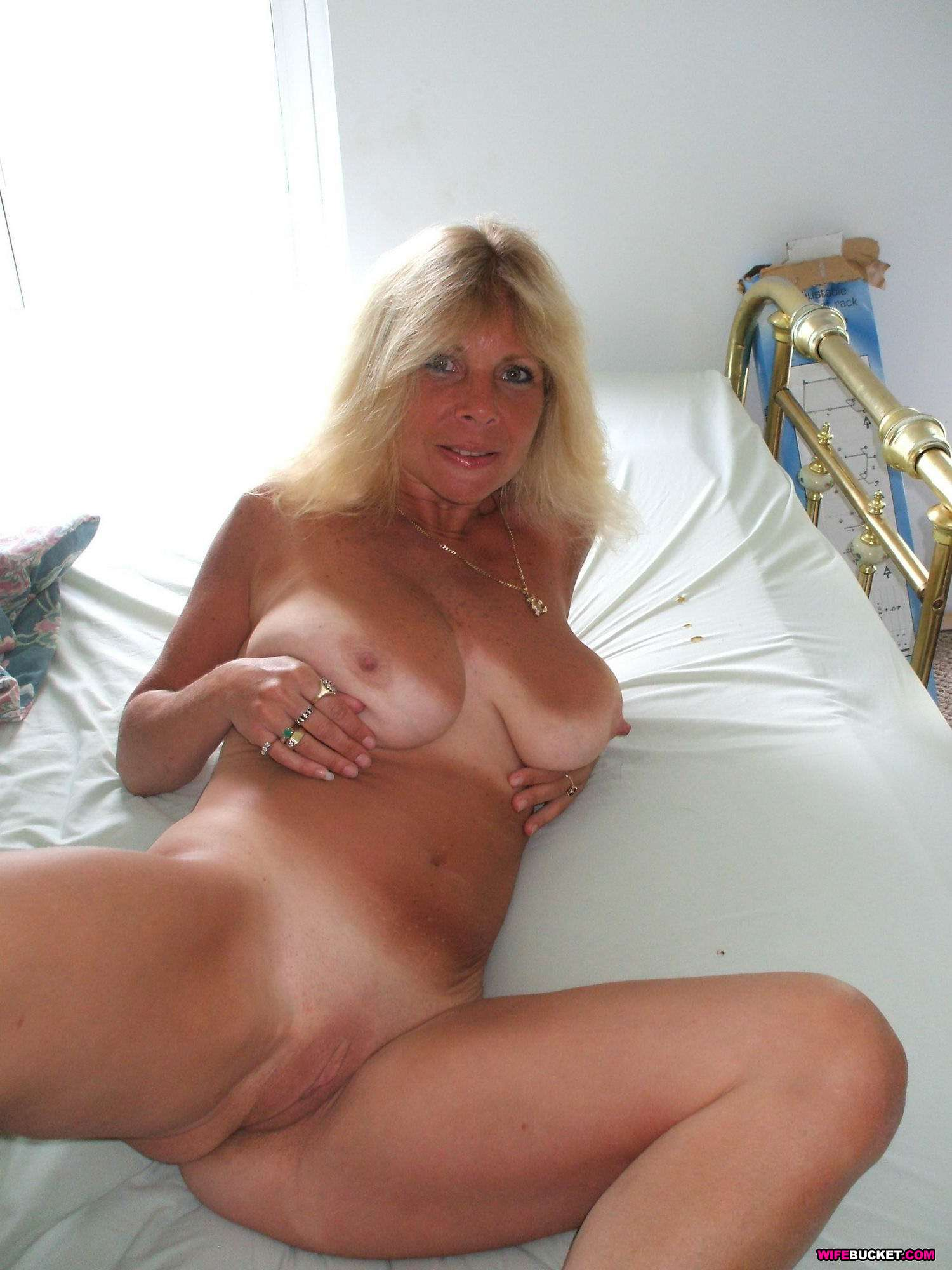 Free plump mature tube