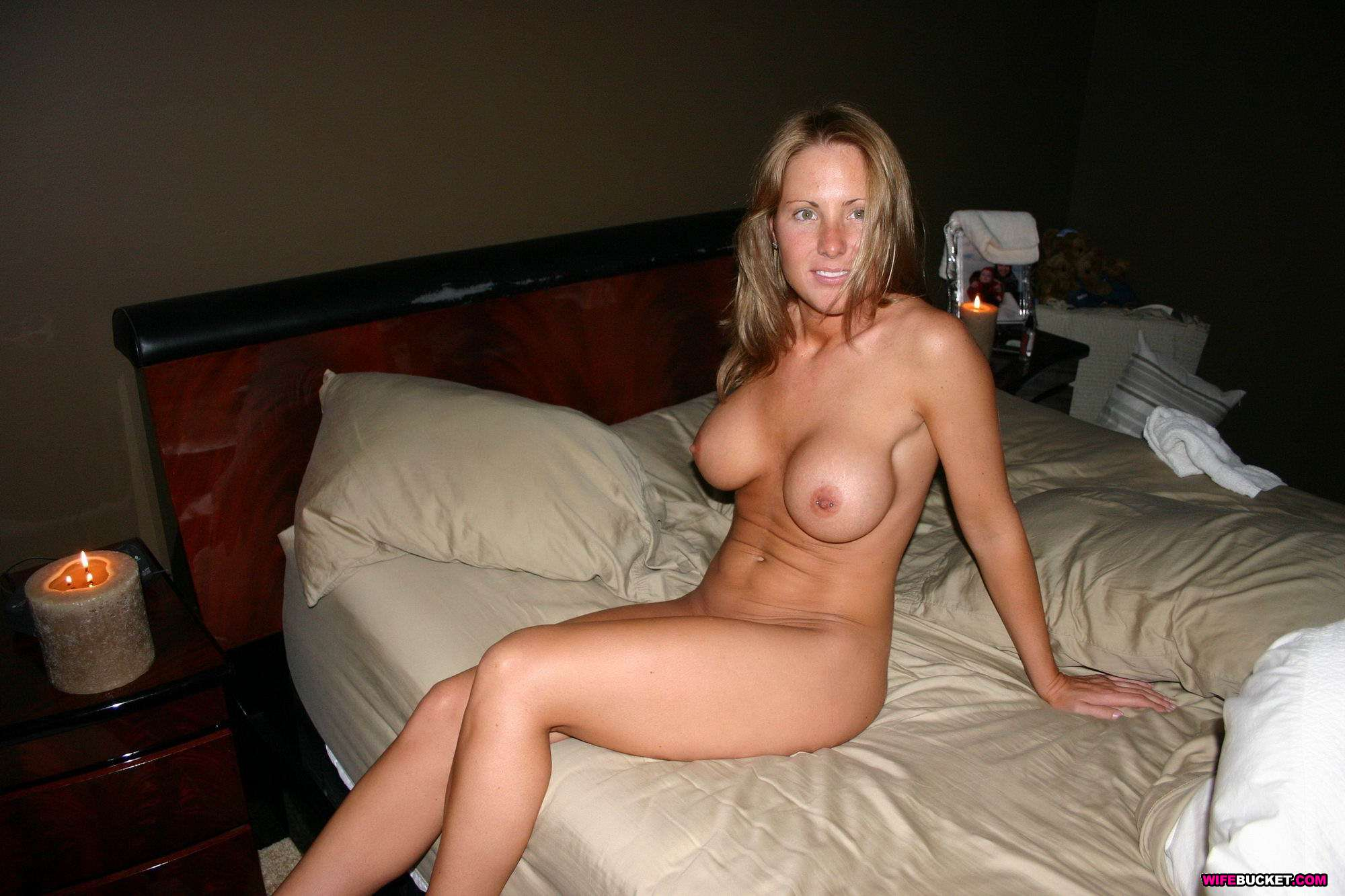 hot naked young mom