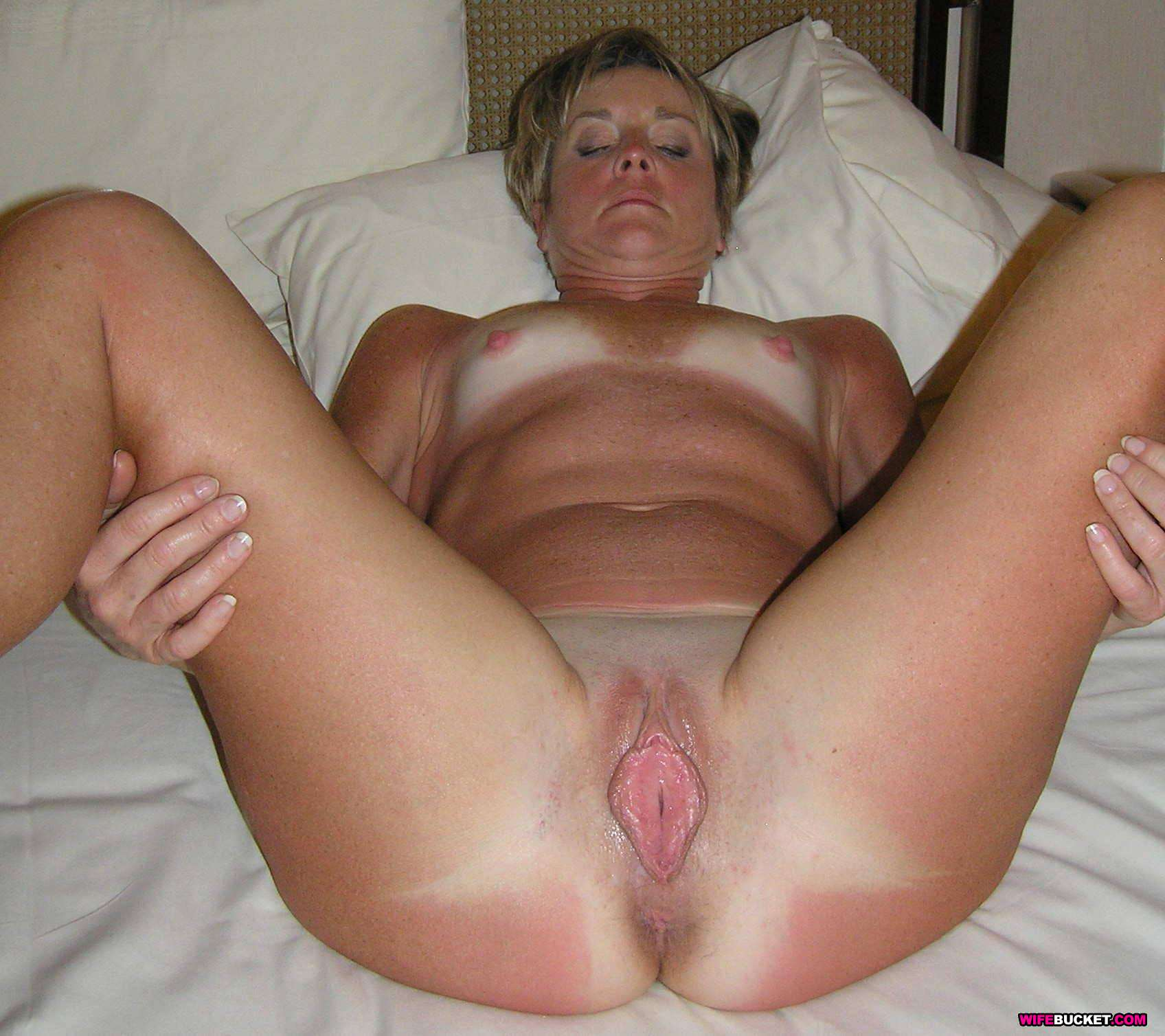 Hard fuck wife in bedroom