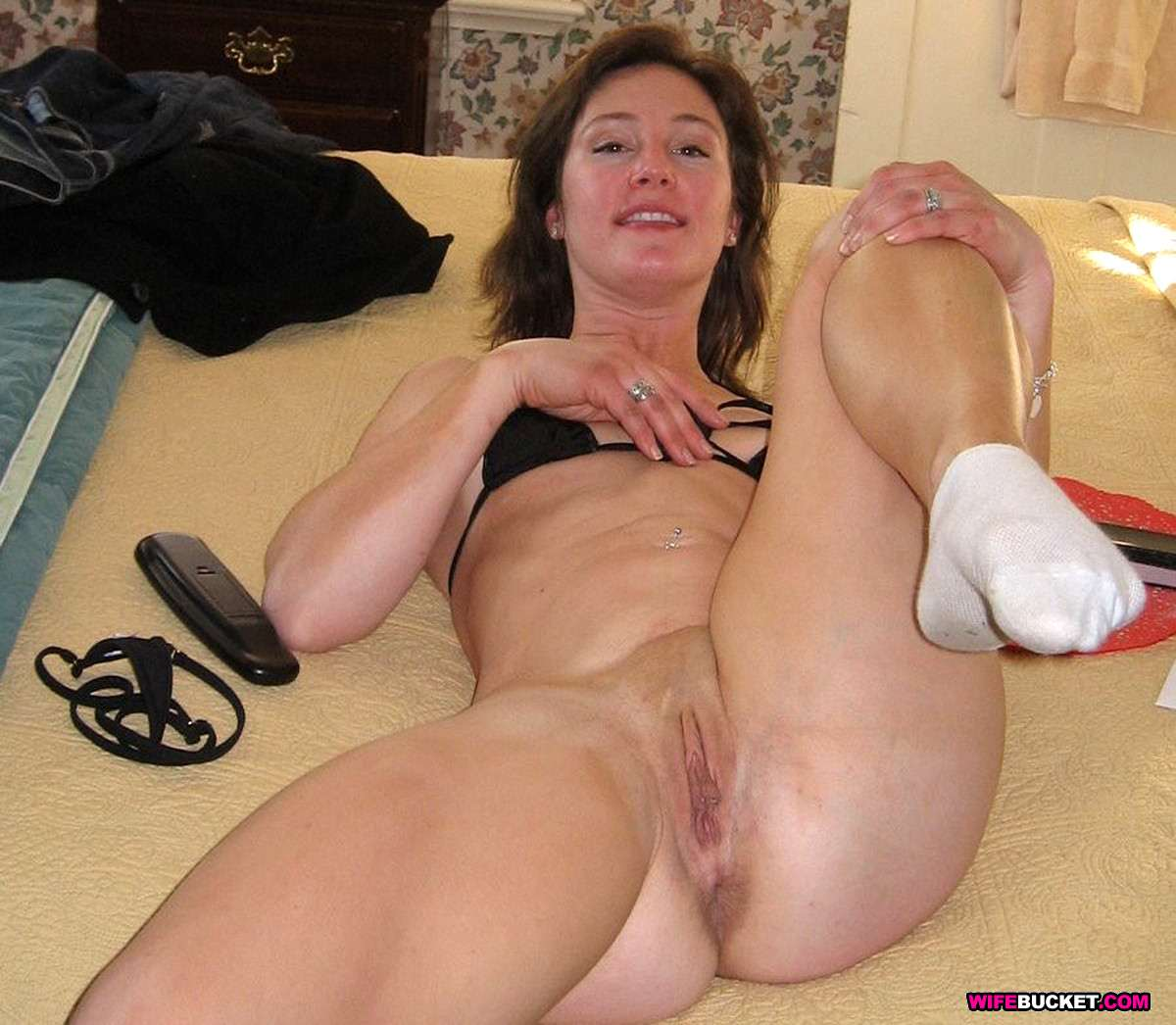 Wife Bucket - Naked Wives, Home Porn, Amateur Swingers -5350