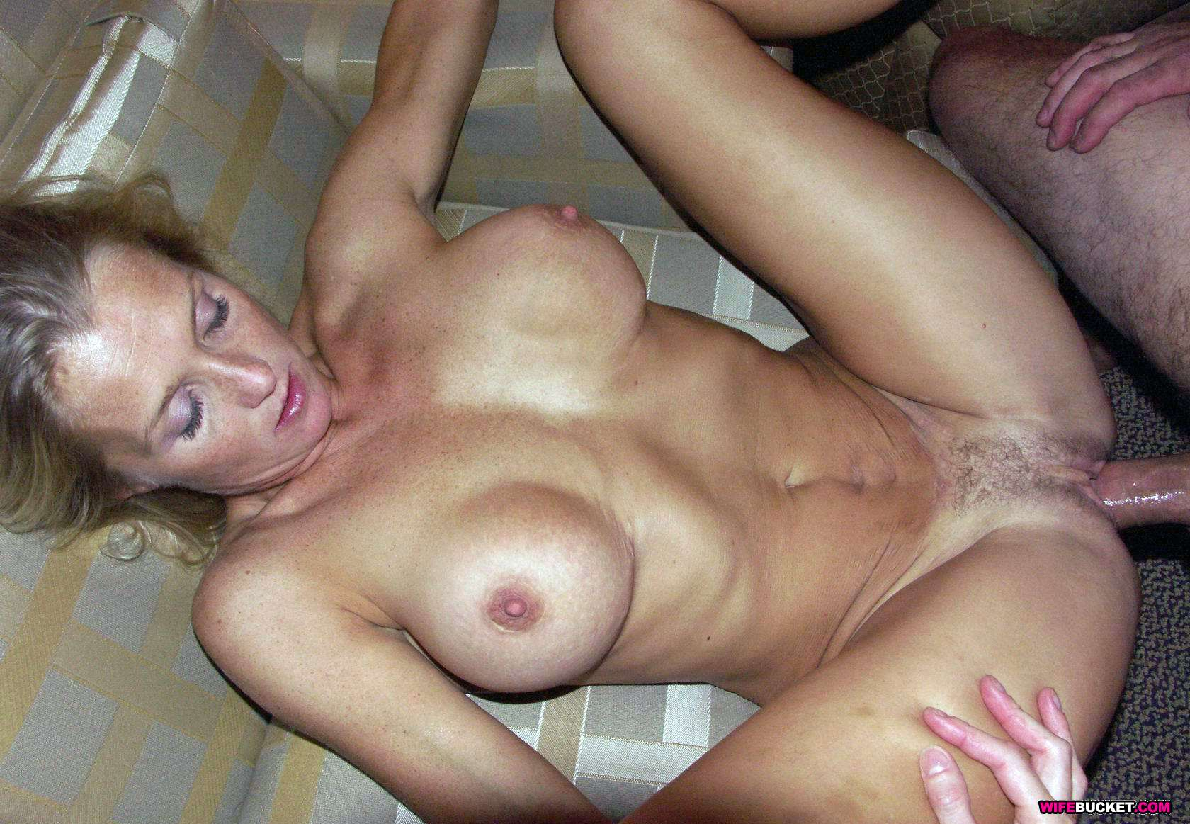 Incredibly sexy milf blowjob on amateur