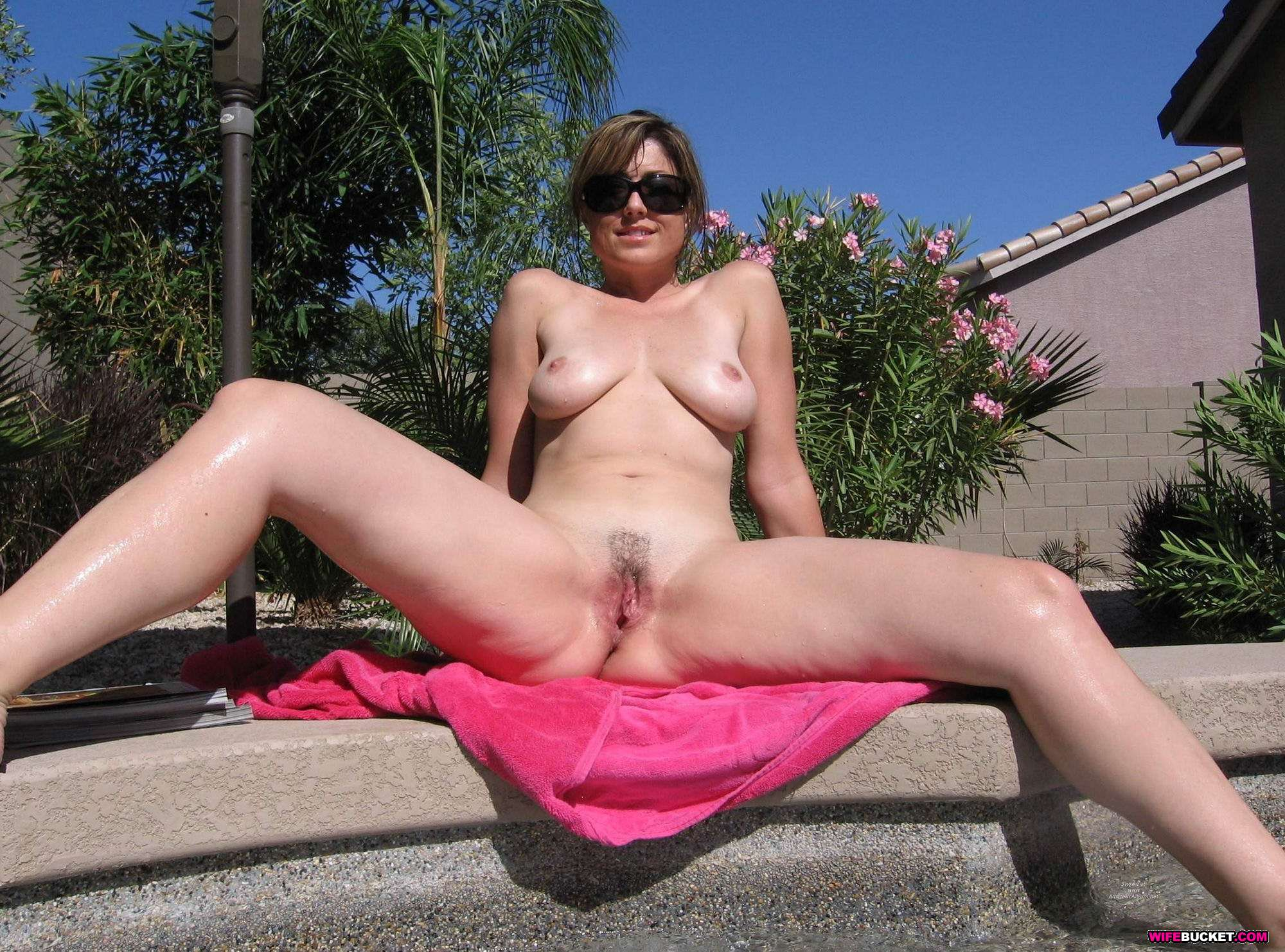 Wifebucket - Real Amateur Milfs And Wives Swingers Too-1664