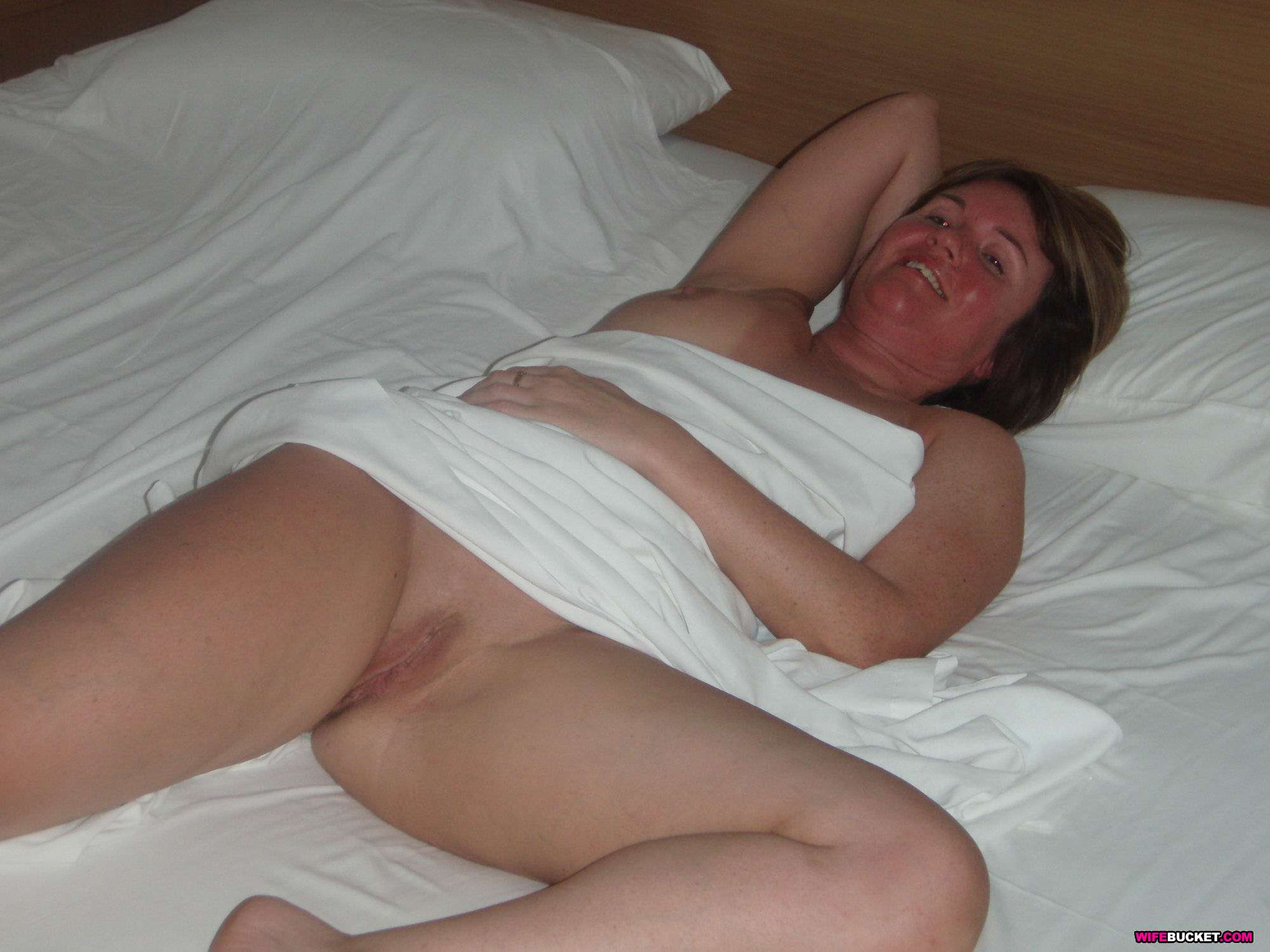 Wifebucket - Real Amateur Milfs And Wives Swingers Too-4099