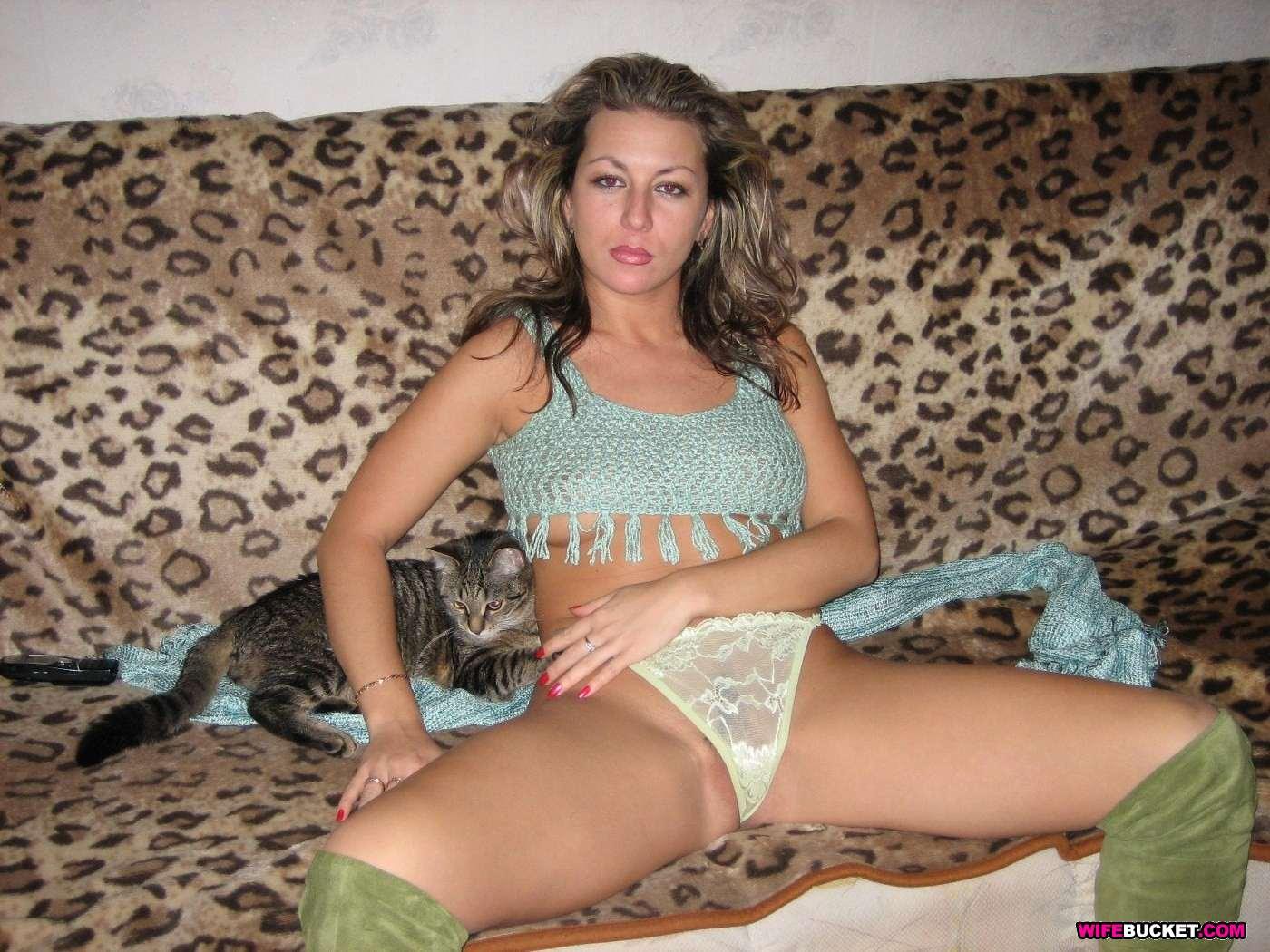 Русская жена в трусиках 24 фотография