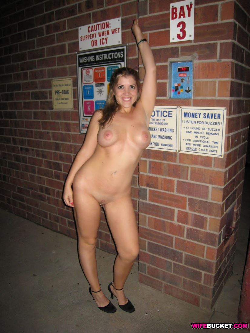 amatuer girls naked in public