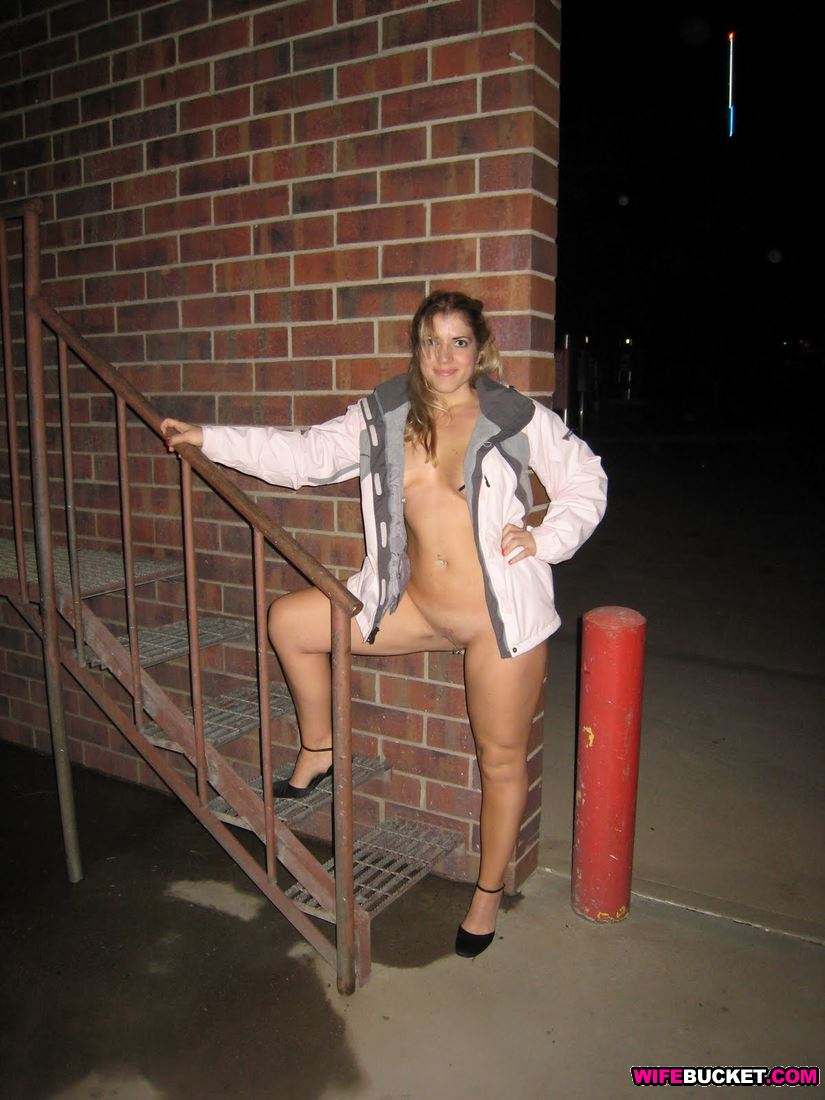 Wifebucket  Amateur Wife Nude In Public-2065