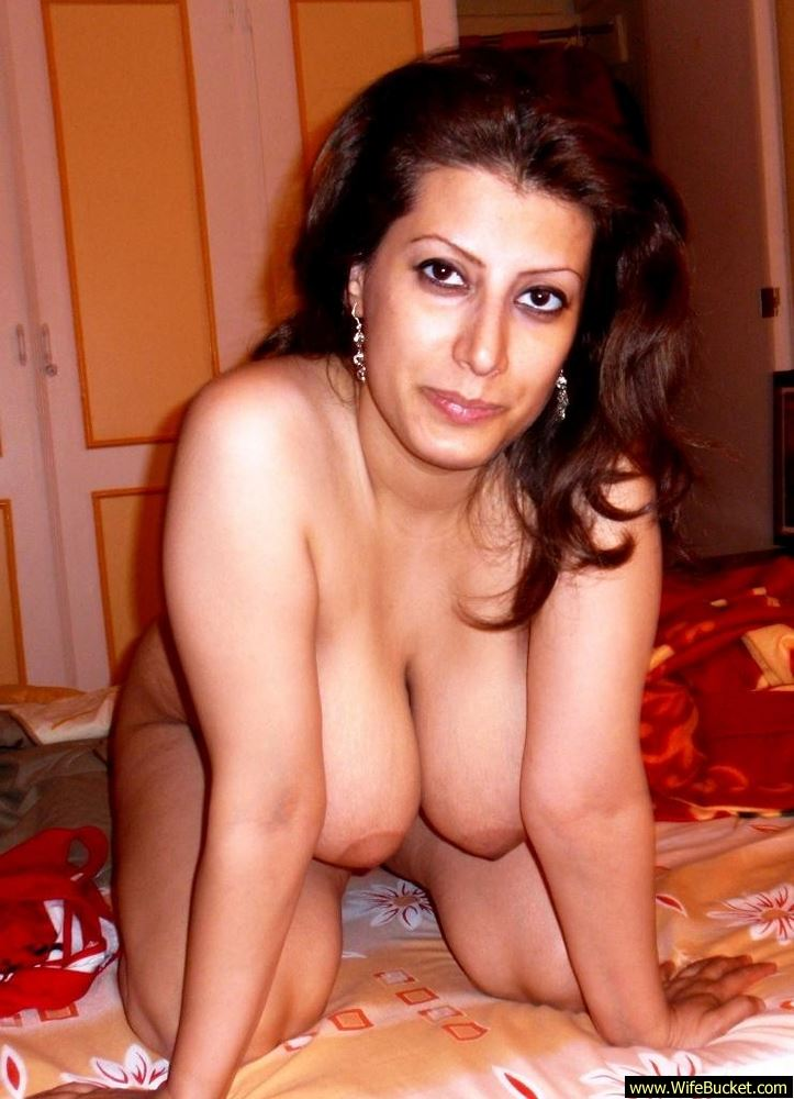 Wifebucket  Naked Pics From A Chubby Turkish Wife-8919