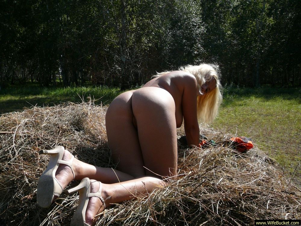 Wifebucket  Nudist Wife Naked In Public-4444