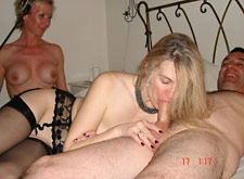 Two MILFs in a real threesome