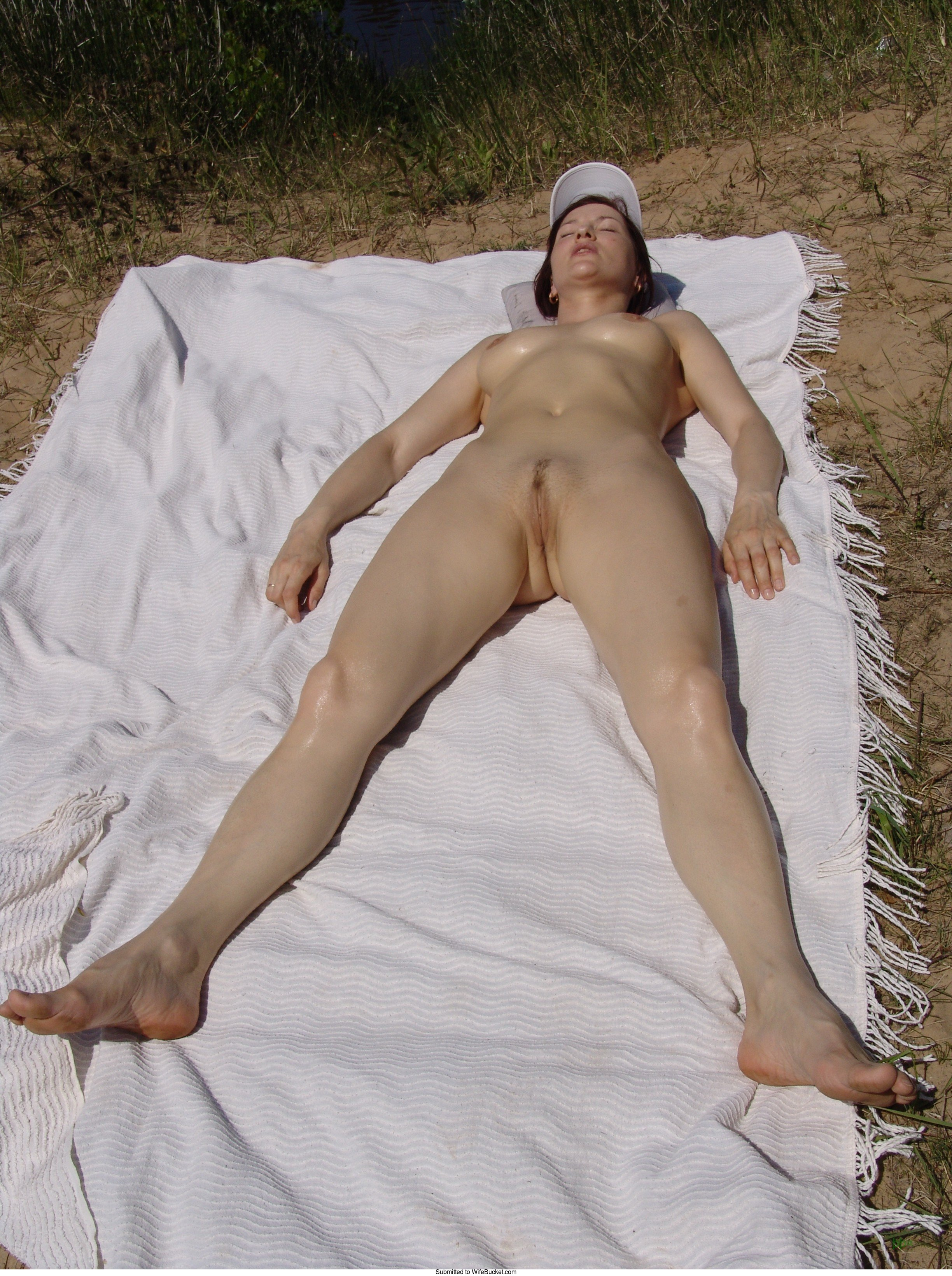 naked finnish house wife