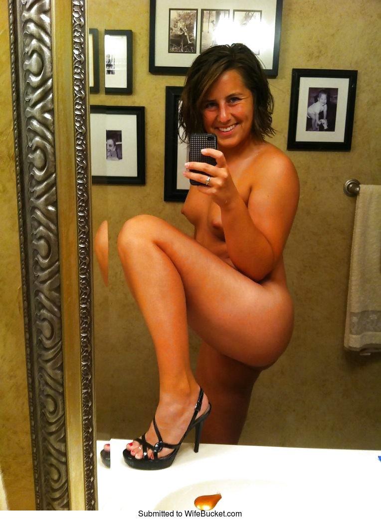 Wifebucket  Mature Women And Their Naughty Naked Selfies-5880