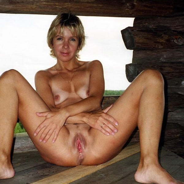 Amateur milf wife nude outdoors