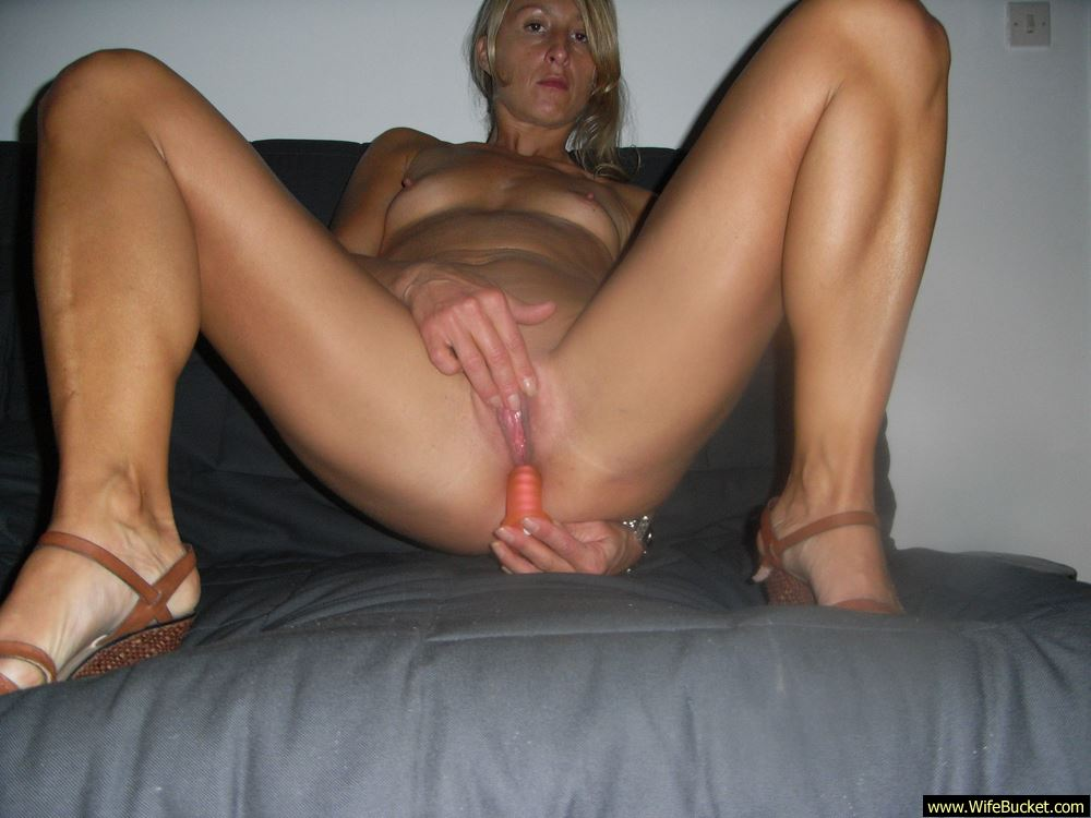 Have her mature blonde dildo