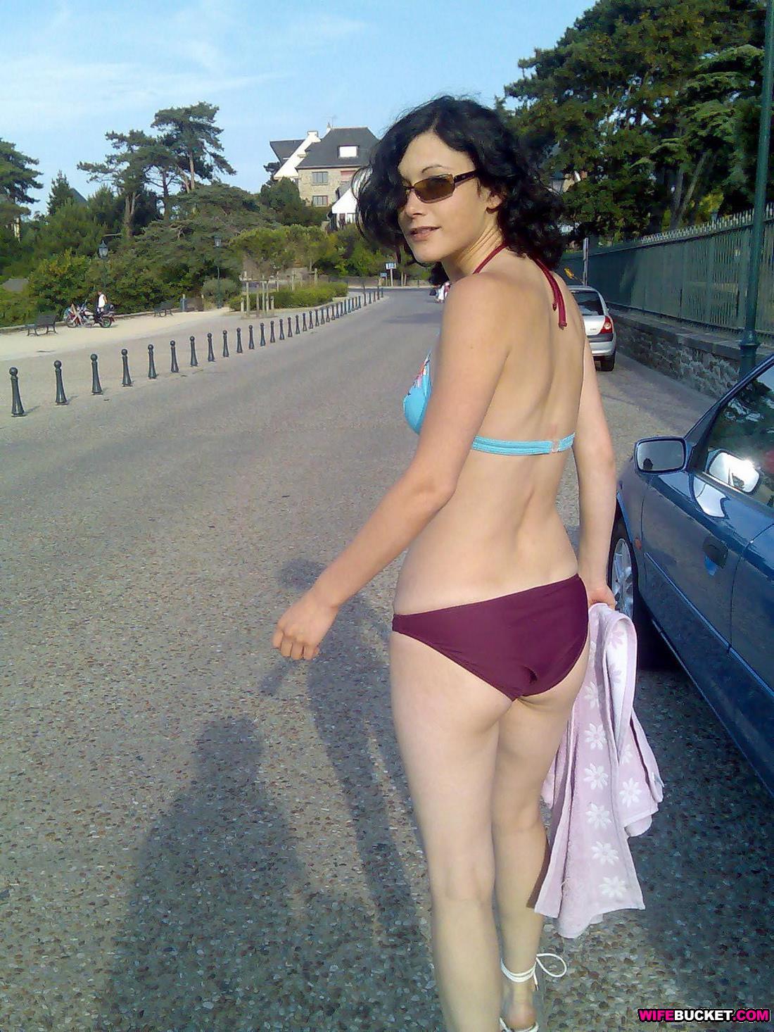 bikini-blowjob-wife-milfpornvidios
