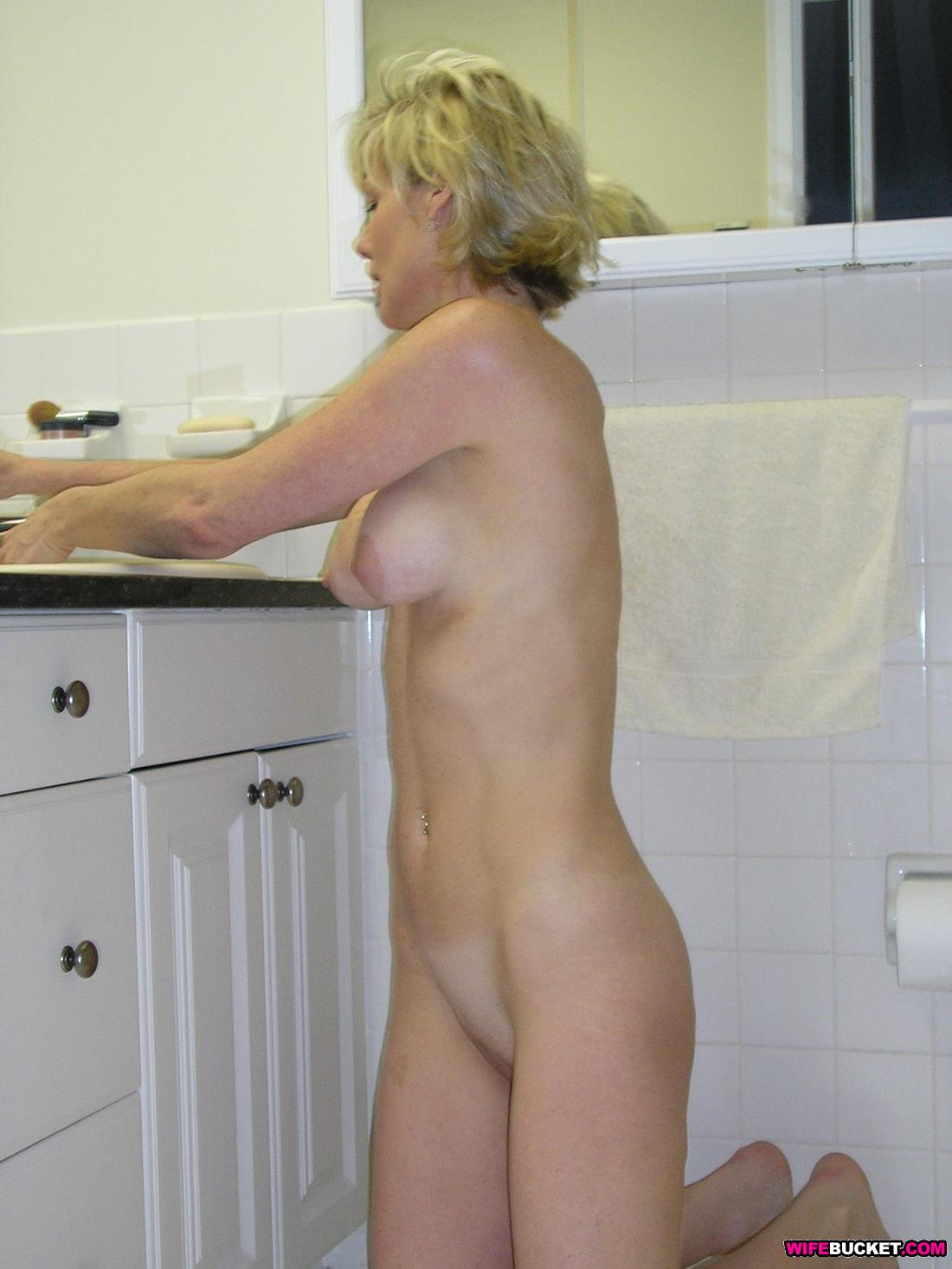 milf cleaning