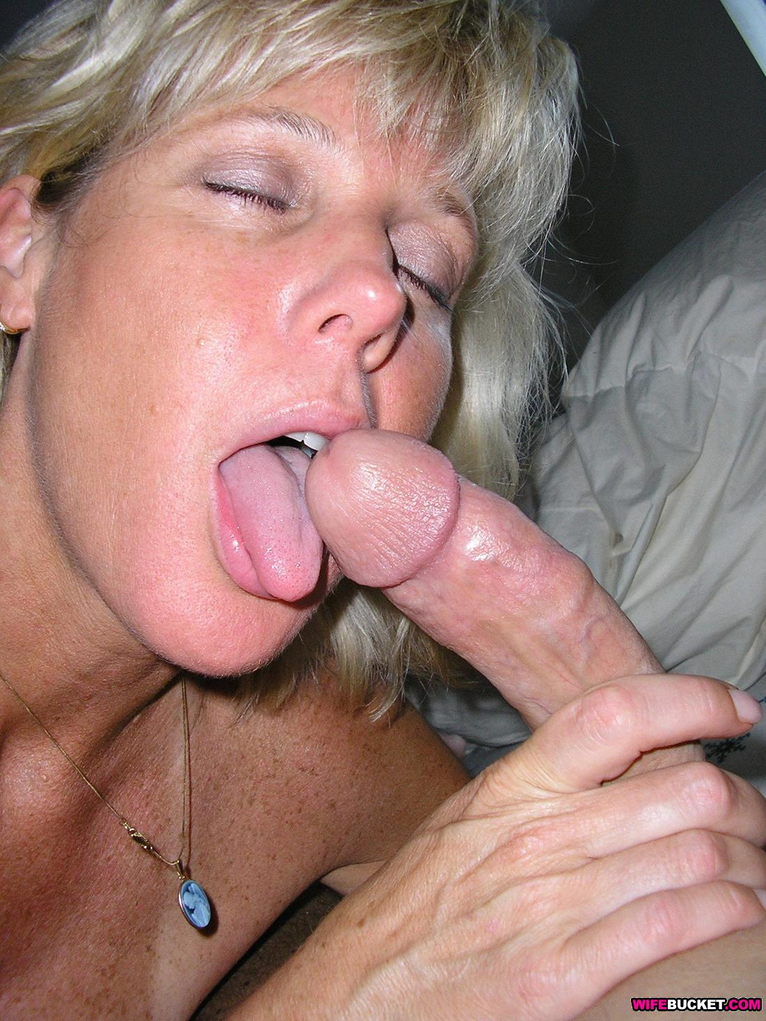 Mature women giving blowjobs