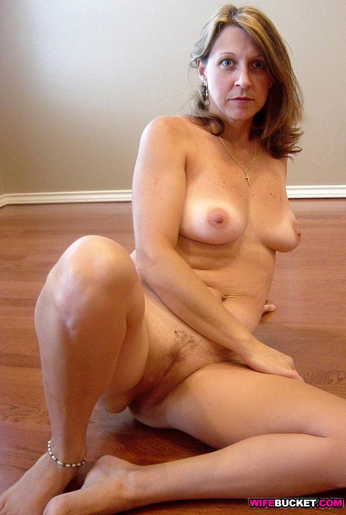 Wifebucket  Hot Nudes Of A Married Amateur Wife-4350