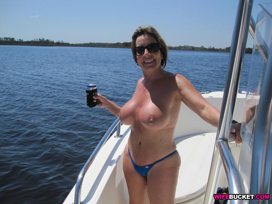 amateur wife kept nude