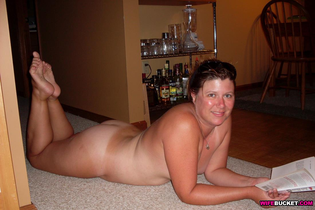 mature completely nude woman