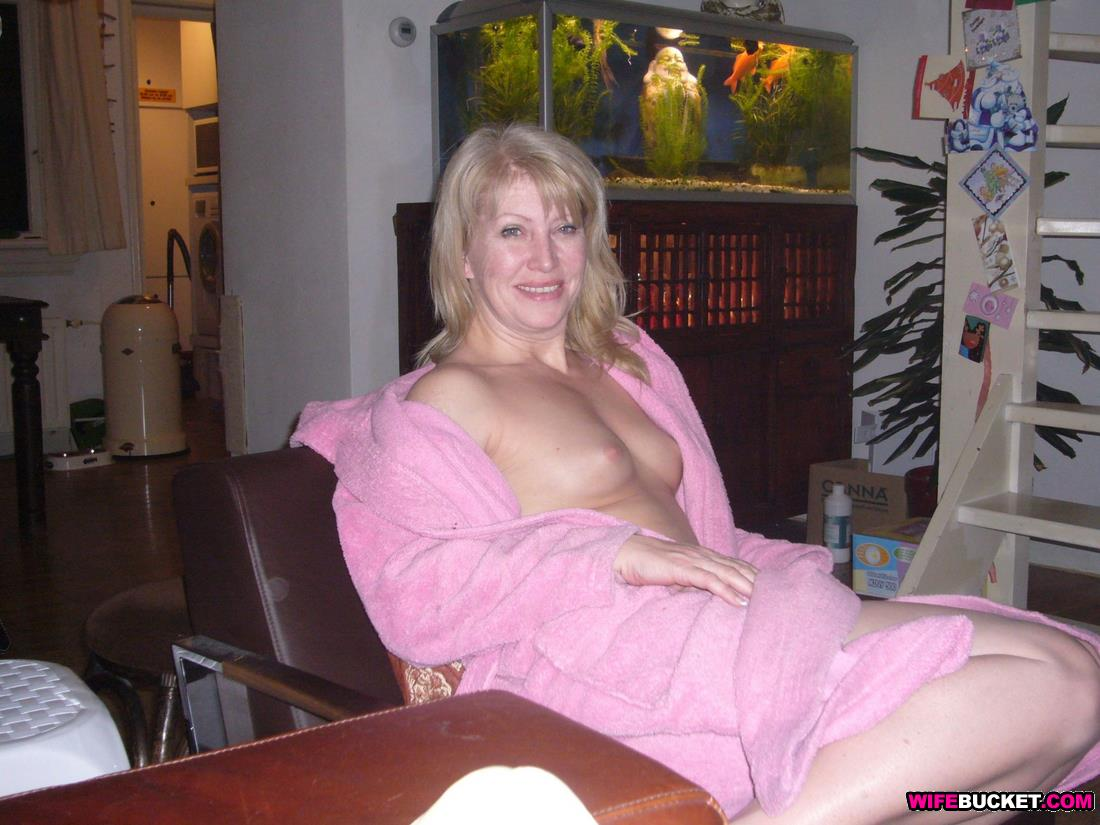 Amateur housewife mature