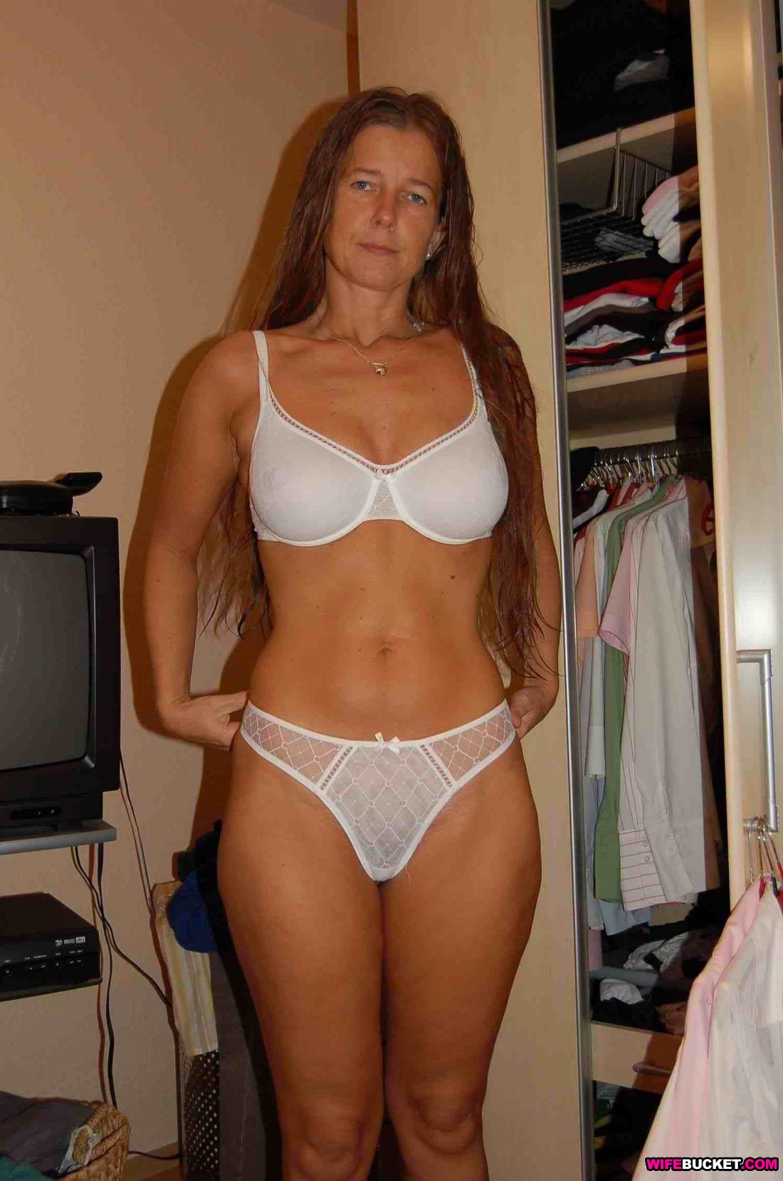 Wifebucket  Funny Nudes From An Older Amateur Woman-7217