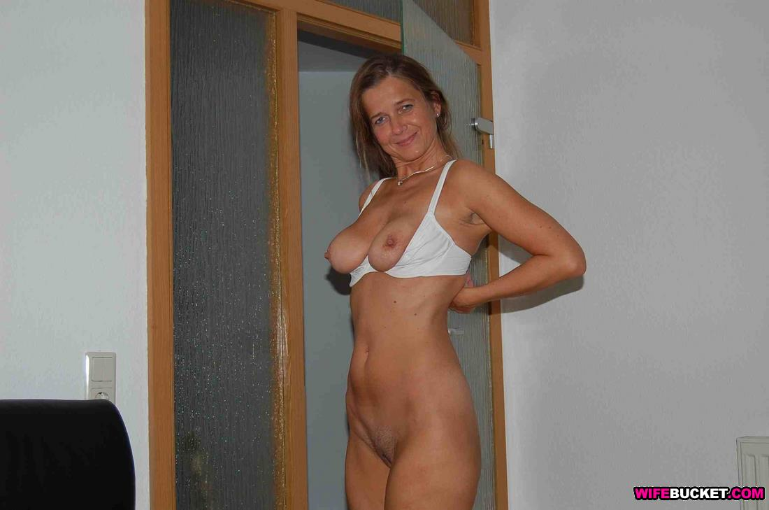Wifebucket  Funny Nudes From An Older Amateur Woman-8805