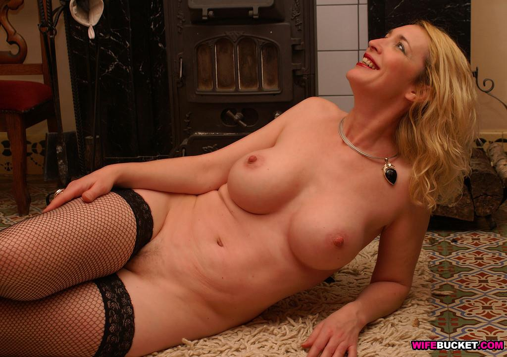 Home naked at mature wife
