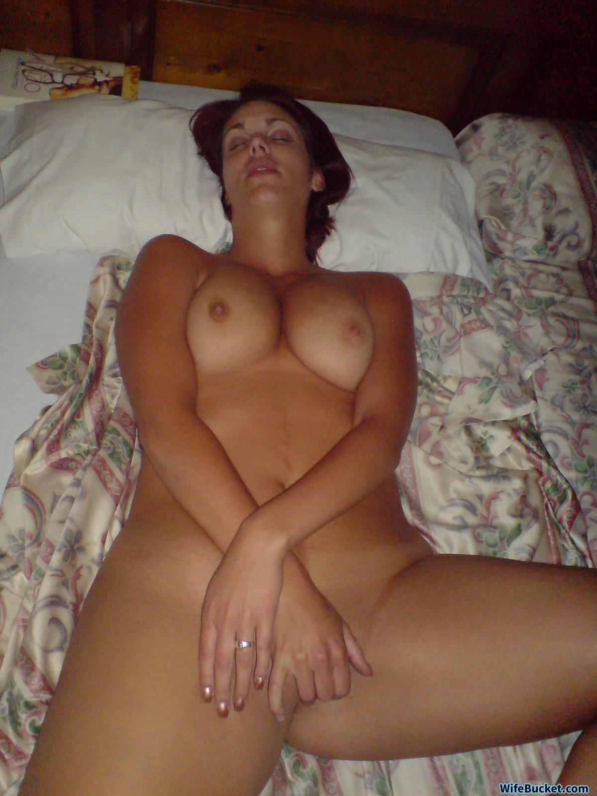 Milf seduces amateur